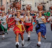 Arpino, il Gonfalone sbarca a Verona, al festival internazionale dei giochi di strada di Tocatì. L'evento è stato patrocinato dall'ente montano di Arce