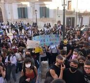 """Il consigliere provinciale, Gianluca Quadrini, vicino agli studenti che in questi giorni stanno protestando per la doppia turnazione a scuola – """"Non lasciamoli soli ma ascoltiamoli perché loro sono la nostra vera ripartenza"""""""